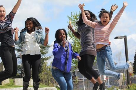Jumping Y-WE girls_500x333